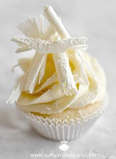 dccc69a468c6531834b846d5e7419ee6--white-chocolate-cupcakes-white-cupcakes